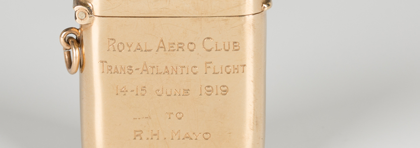 9ct gold presentation vesta, 1918 by Goldsmiths & Silversmiths Co, the front engraved with 'Royal Aero Club Trans-Atlantic Flight 14-15 June 1919 to R.H. Mayo'